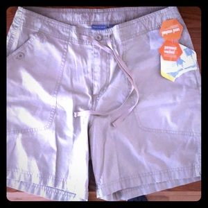 Quest kaki shorts NWT size 10 with inseam 6inches